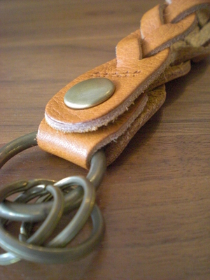 編み込みキーホールダー