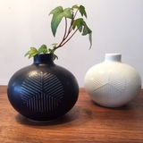 白山陶器 まゆ花瓶