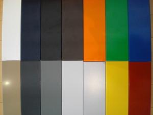 14色のメタルパネル