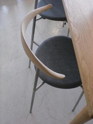 無垢材のテーブルと