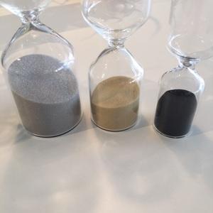 砂のカラー・グレー、ベージュ、ブラック